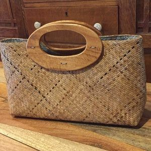 Handbags - Basket Weave/Straw Purse Wood Handles